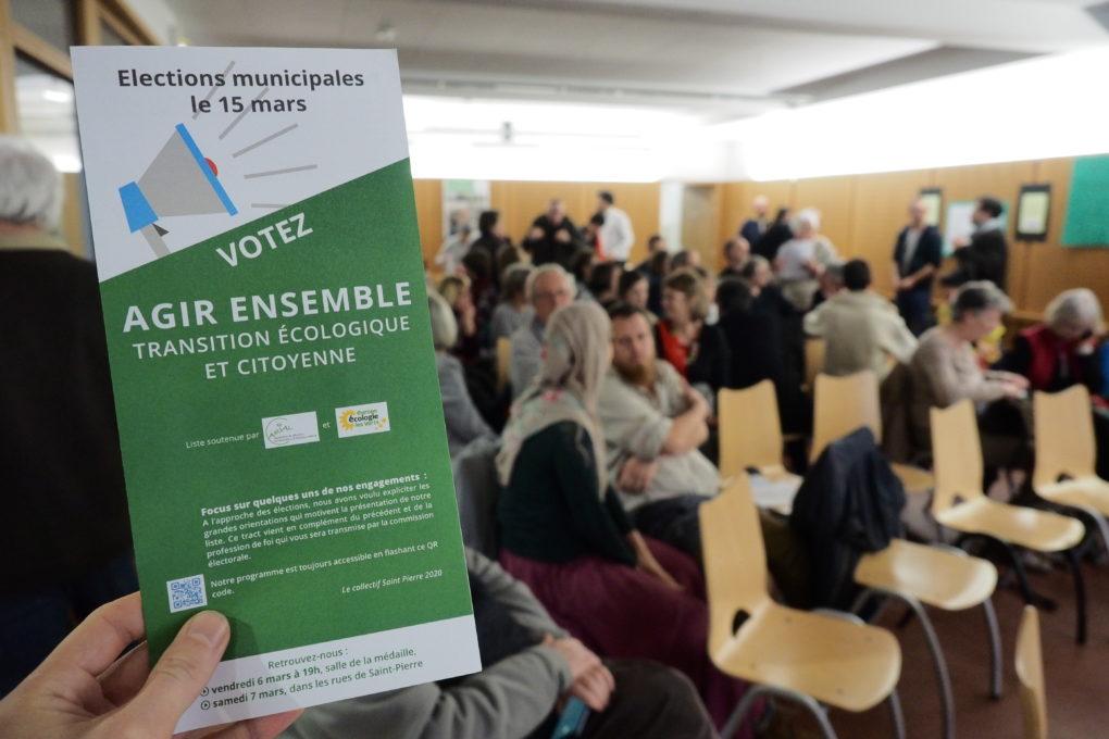 Tract de campagne en réunion publique.