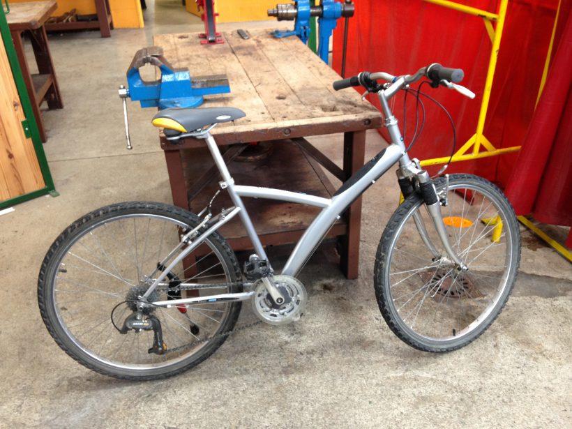 Vélo en réparation